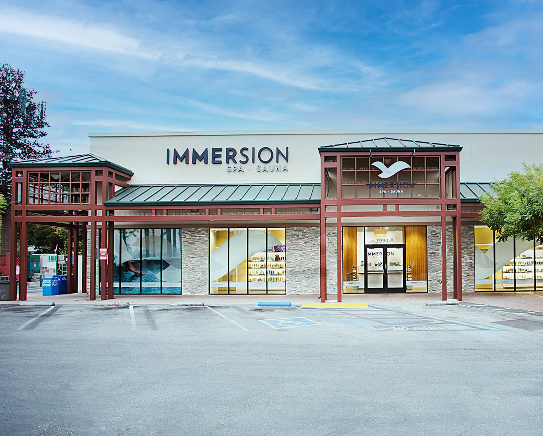 Front of immersion spa